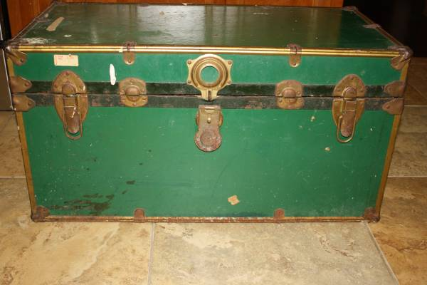 Vintage Green Trunk     $25     View on Craigslist
