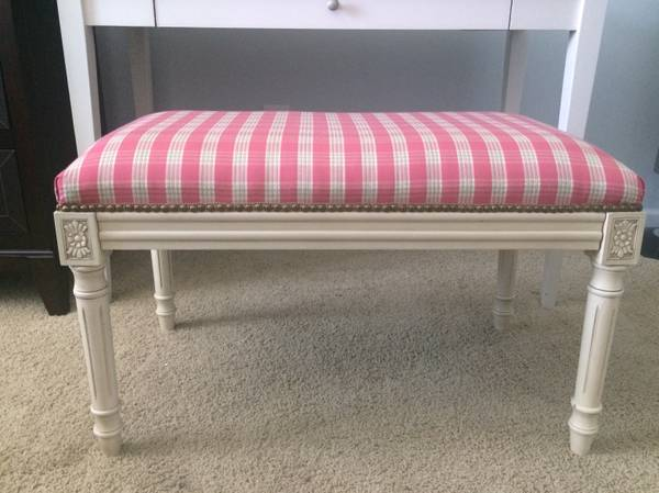 Upholstered Bench     $40     View on Craigslist
