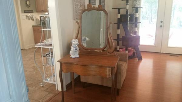 Antique Vanity     $25     View on Craigslist