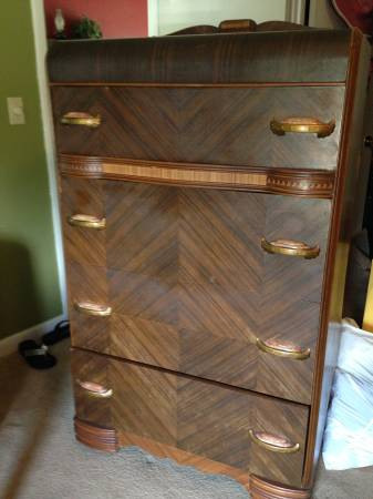 Vintage Bedroom Set     $150     View on Craigslist