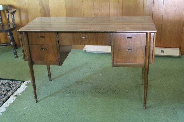 Mid Century Desk     $75     View on Craigslist