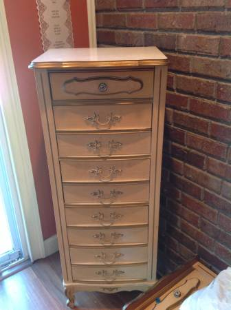 Pair of French Provincial Chests     $40   These chests would look great painted!    View on Craigslist