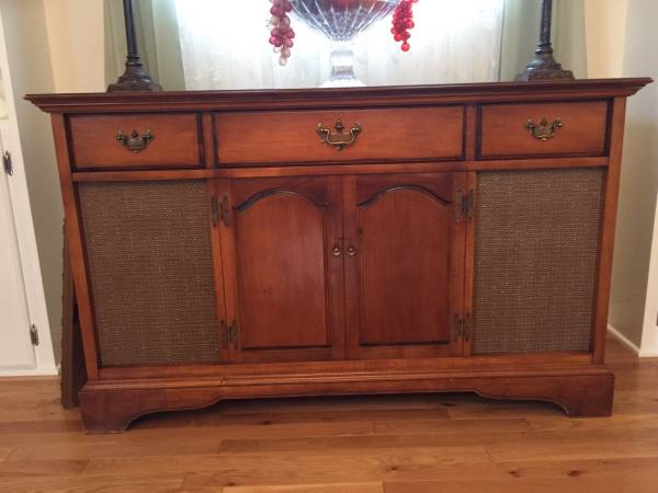 Vintage Stereo Cabinet     $50   This is a great project piece - you could use as a buffet, tv cabinet or even a changing table.    View on Craigslist