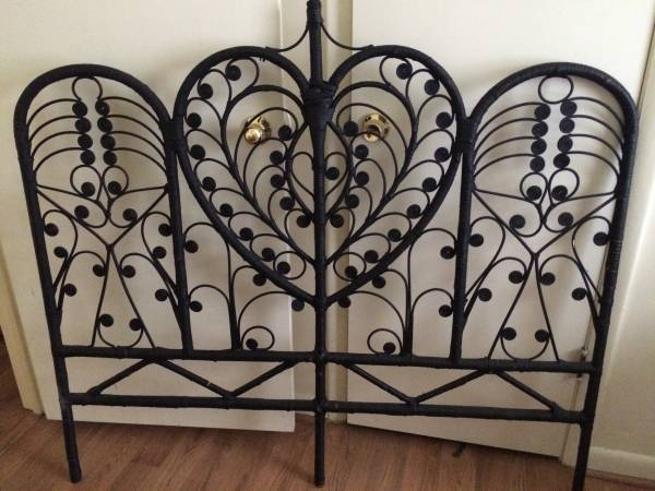 Wicker Headboard     $20   I love these headboards! I think it looks great in black but you could also spray paint it any other color.     View on Craigslist