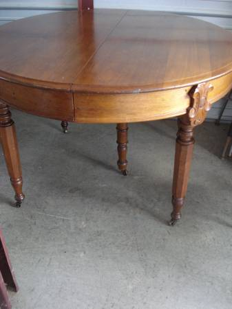 Vintage Oak Table with Leaf     $100     View on Craigslist