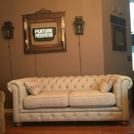 Tufted Linen Sofa     $575     View on Craigslist