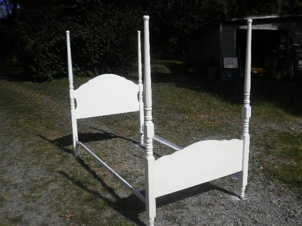Twin Four Poster Bed     $60     View on Craigslist