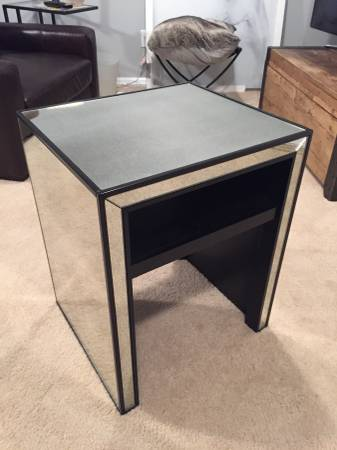 Pottery Barn Side Table     $160     View on Craigslist