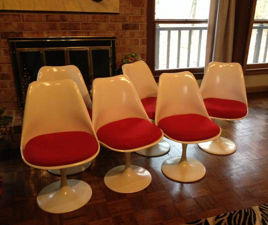 Set of Tulip Style Chairs $300 hese are reproduction Saarinen tulip chairs.  View on Craigslist