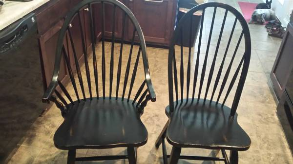 Set of 6 Windsor Chairs     $125     View on Craigslist