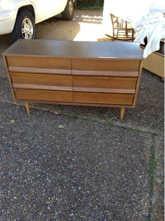 Mid Century Dresser and Nightstand     $45     View on Craigslist