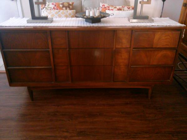 Mid Century Bedroom Set     $200     View on Craigslist