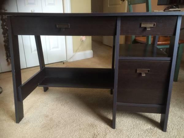 Desk      $35     View on Craigslist