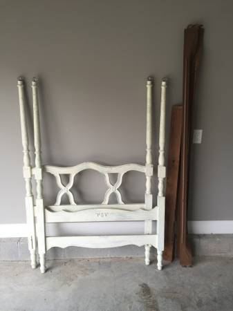 Twin Four Poster Bed     $40     View on Craigslist
