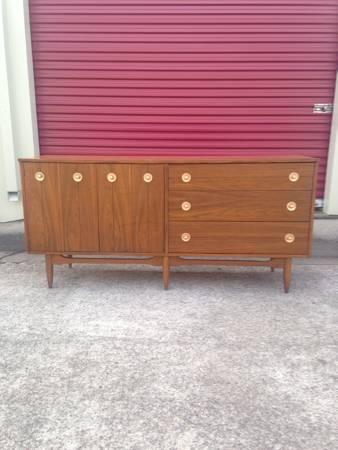 Mid Century Modern Dresser     $300     View on Craigslist