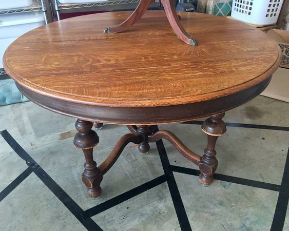 Antique Table     $40   This is a gorgeous table and at $40 it is a great deal.    View on Craigslist