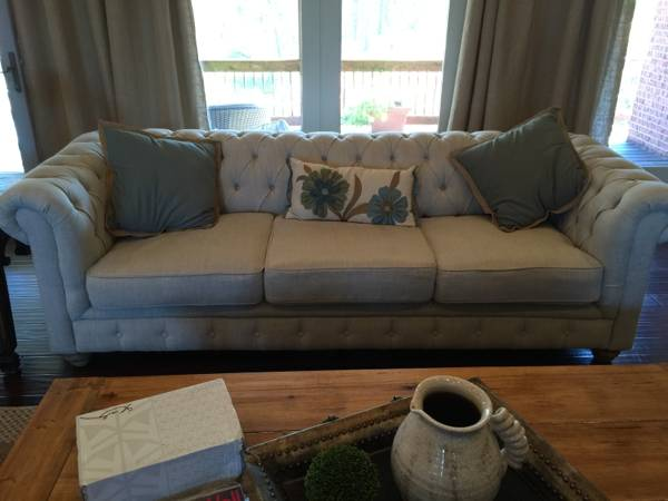 Linen Tufted Sofa     $650     View on Craigslist