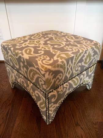 Safavieh Storage Ottoman     $95     View on Craigslist