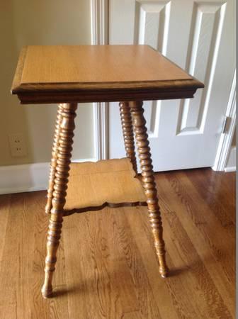Antique End Table     $100     View on Craigslist