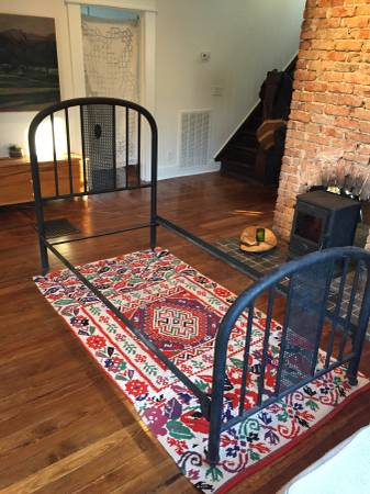 Antique Twin Bed     $85     View on Craigslist