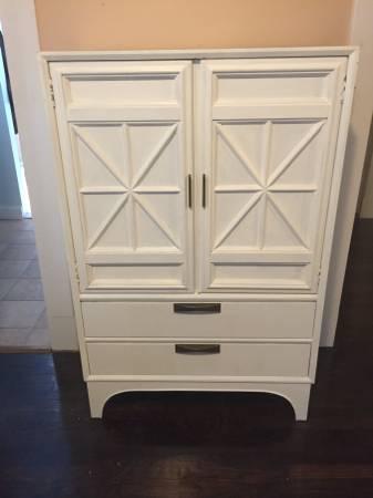 Mid Century Modern Dresser $150 View on Craigslist