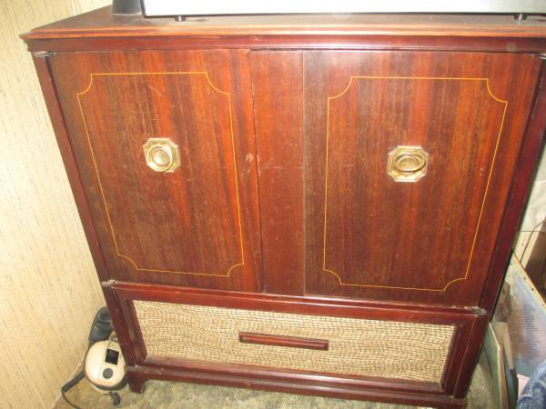 Vintage Record Player Cabinet     $30   This would be a great project piece - take out the record player and turn this into a great mini bar or small buffet/server.     View on Craigslist