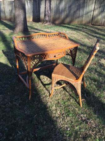 Wicker Desk with Chair     $10     View on Craigslist