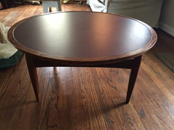 Mid-Century Modern Coffee Table     $80     View on Craigslist