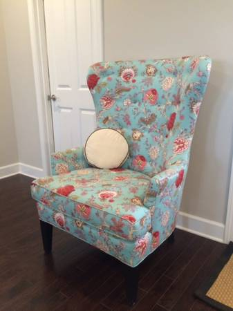 Wingback Floral Chair     $195     View on Craigslist