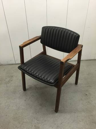 Mid-Century Modern Chair $75 View on Craigslist