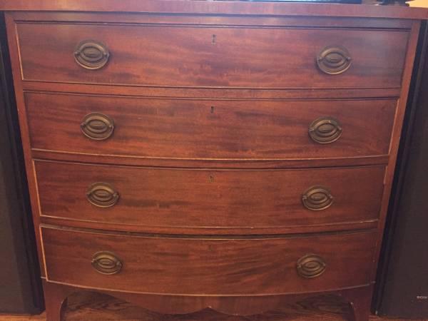 Dresser     $65     View on Craigslist