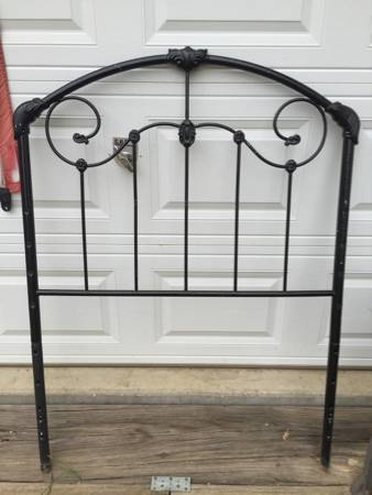 Twin Headboard $19 View on Craigslist