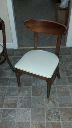 Mid-Century Chairs and Table     $150   I don't love the table but the 5 chairs would be great paired with another table.     View on Craigslist