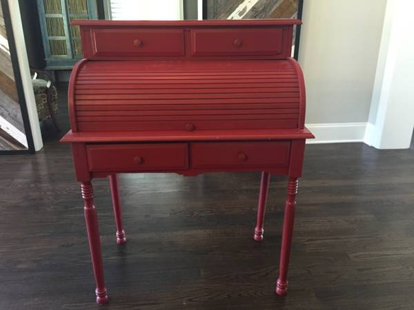 Small Rollmop Desk $75 View on Craigslist
