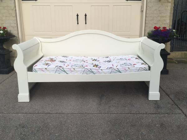 Pottery Barn Daybed $250 View on Craigslist