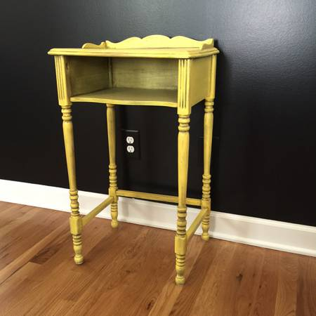 Antique Side Table     $10     View on Craigslist