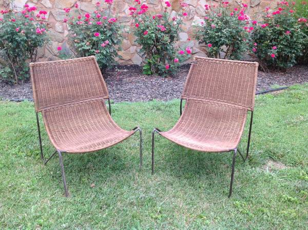 Pair of Wicker Outdoor Chairs     $40     View on Craigslist