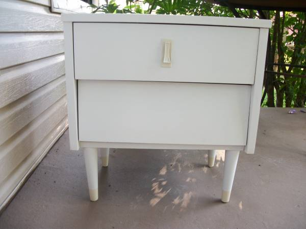 Mid-Century Nightstand     $40     View on Craigslist