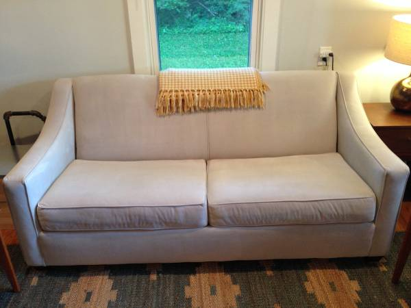 Sleeper Sofa     $750     View on Craigslist