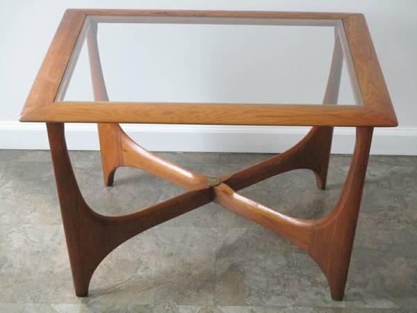 Mid-Century Lane Side Table $75 View on Craigslist