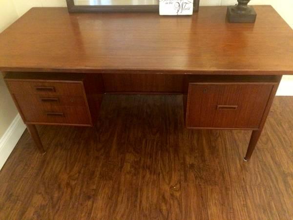 Mid-Century Desk     $50     View on Craigslist