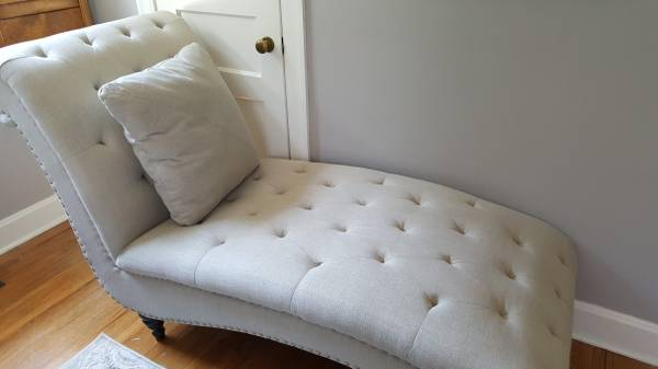Linen Chaise Lounge     $225     View on Craigslist