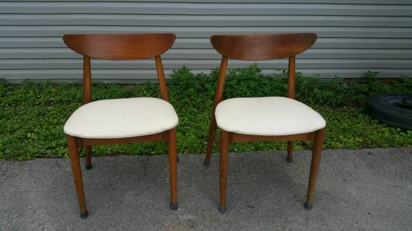 Set of 4 Mid-Century Modern Chairs     $100     View on Craigslist