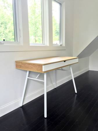 Modern Desk $100 View on Craigslist