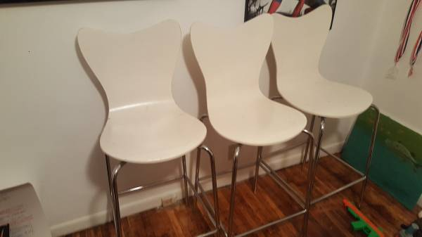 Set of 3 Bar Stools $90 View on Craigslist