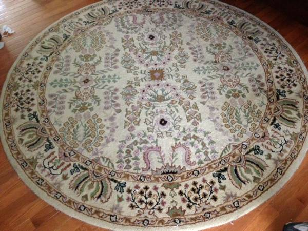 Round Rug 6'     $98     View on Craigslist