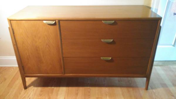 Mid-Century Buffet     $250   This would make a perfect TV cabinet.    View on Craigslist