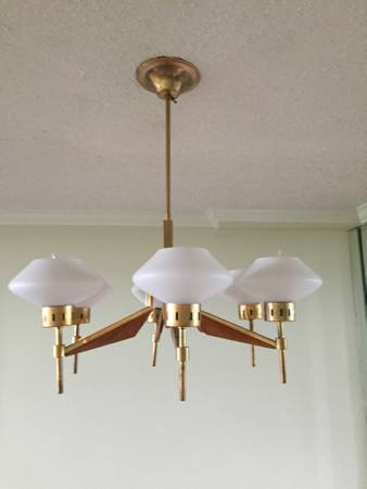 Vintage/Retro Chandelier     $60     View on Craigslist