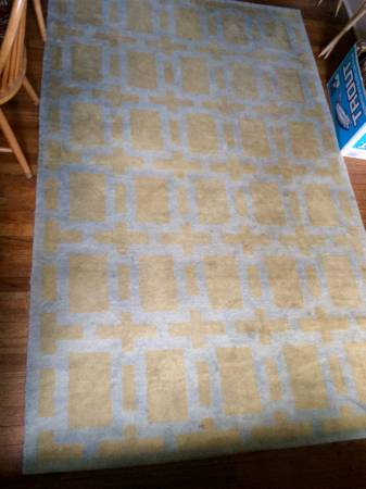 5' x 8' Rug     $50     View on Craigslist