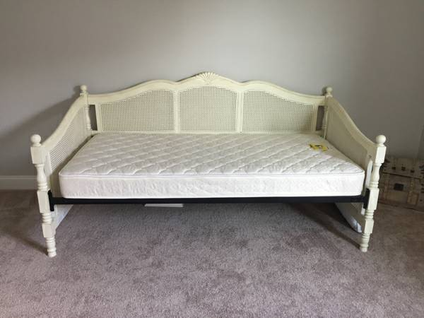 Ballard Designs Daybed     $450     View on Craigslist